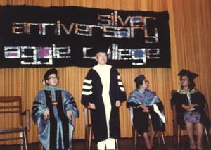 필리핀 세이비어대학 명예 인문학 박사 학위 수여(1978년)