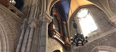 Kirche mit Lichtstrahlen, Channeling Erfahrungen.
