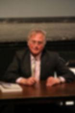 Richard Dawkins sitzt am Tisch, Leben nach dem Tod Beweise.