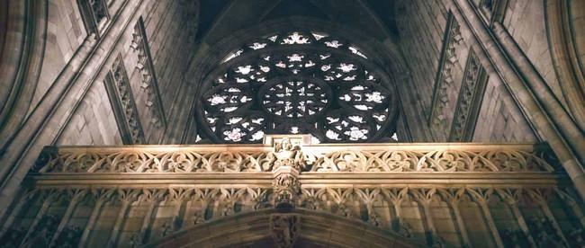 Orgel in Kirche, kann man jemals die Angst vor dem Tod überwinden?