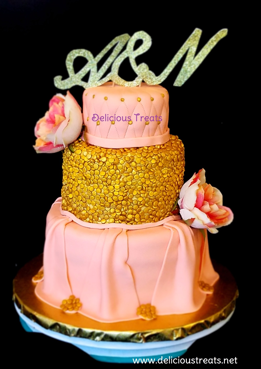 Peach and golden theme wedding cake