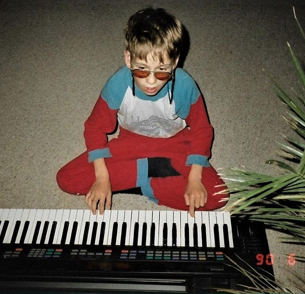 Bjørn in August 1986 with his first synthesizer with built in sequencer by Yamaha