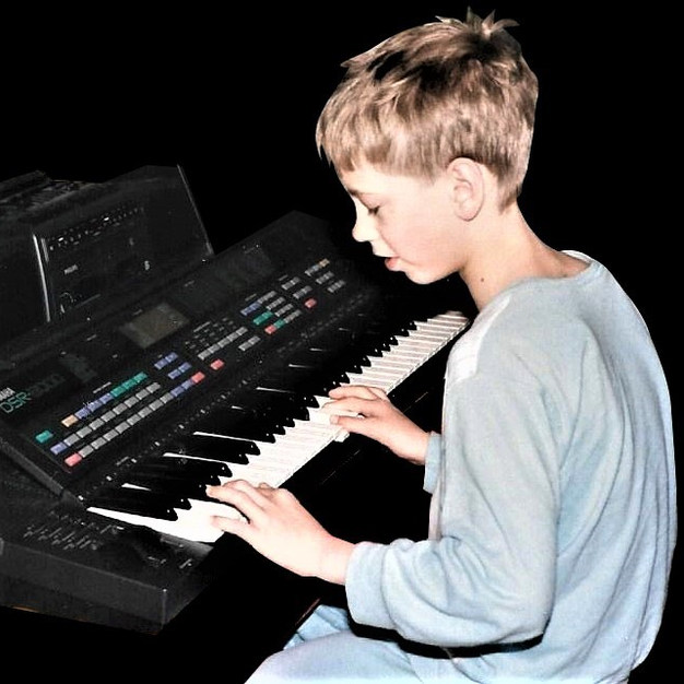 Bjørn in March 1987 with his Yamaha synthesizer with built in sequencer.