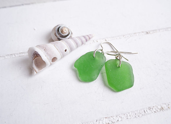 Cornwall//Grass green sea glass earrings