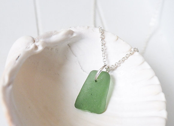 Cornwall//Small green sea glass necklace