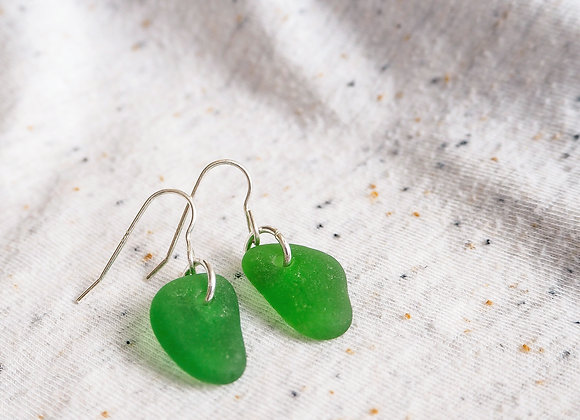Cornwall//Vibrant green sea glass earrings