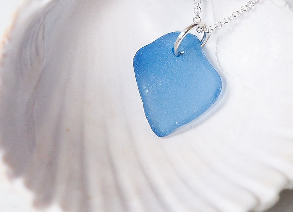 Highland//Blue sea glass necklace