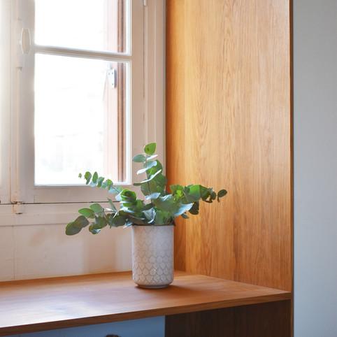 APRES une chambre avec rangement et bureau intégré. (crédit photo: Madame Décore)