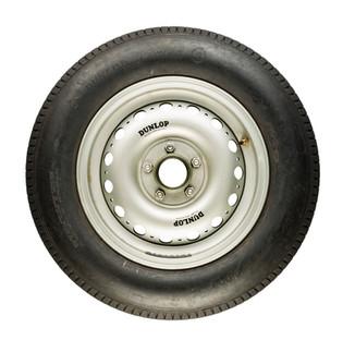 Wheel no spinner-Jaguar D-type.jpg