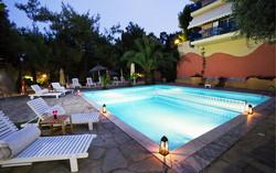 Ξαπλώστρες πισίνας