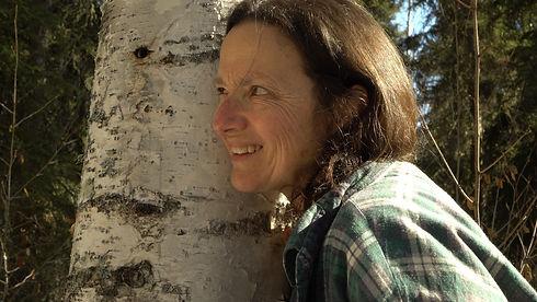 04_Suzanne_listening_to_birch_sap_SC_sma