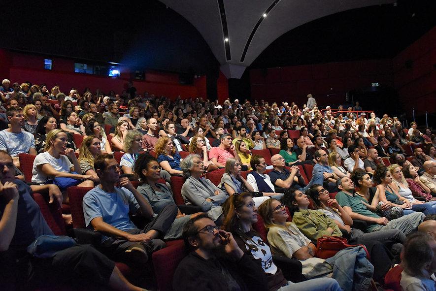 קהל אולם 1 מלא.jpg