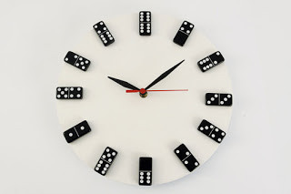 Como fazer um relógio de peças de dominó e disco de vinil - Dica de artesanato e reciclagem