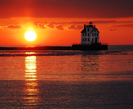 Port Lorain Lighthouse.png