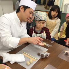 戸田屋正道さんと和菓子を作ろう Making Wagashi with Mr. Toda