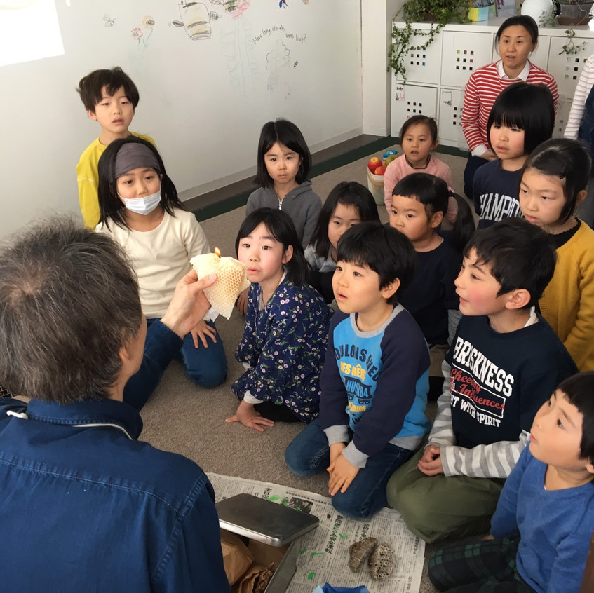 Mr. Ando showed us to make a simple candle.