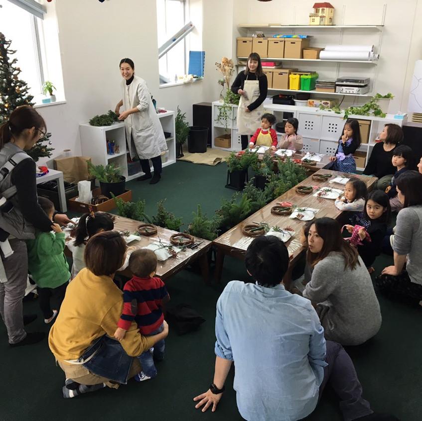 Yukako-san explaining the different materials.