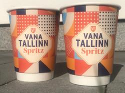 Vana Tallinn Spritz reklaamiga kohvitopsid