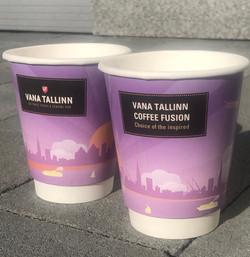 Vana-Tallinn Coffee Fusion relaamiga kohvitopsid