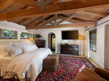 15-upper guest suite.jpg