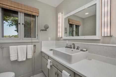 17_bathroom2.jpg