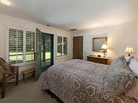 28-guest bedroom.jpg