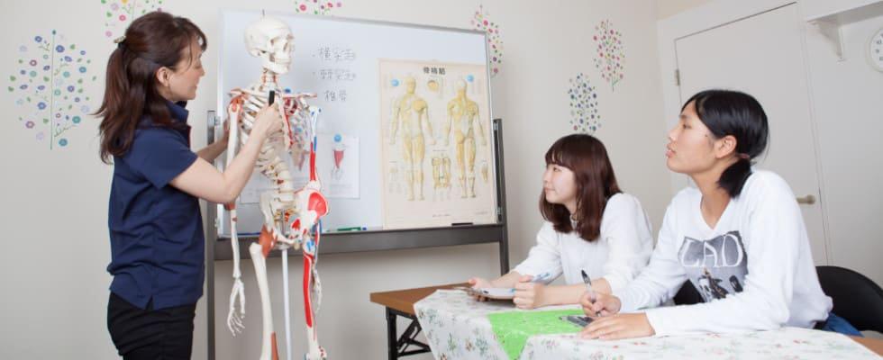 北海道、東京都、埼玉県、千葉県、神奈川県、茨城県、愛知県、大阪府、京都府、兵庫県、福岡県で開催する介護リハビリセラピスト1日講座なら高齢者にアロマで施術する介護リハビリセラピストの資格が1日で取得できます