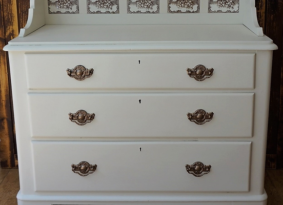 Tiled back drawer unit