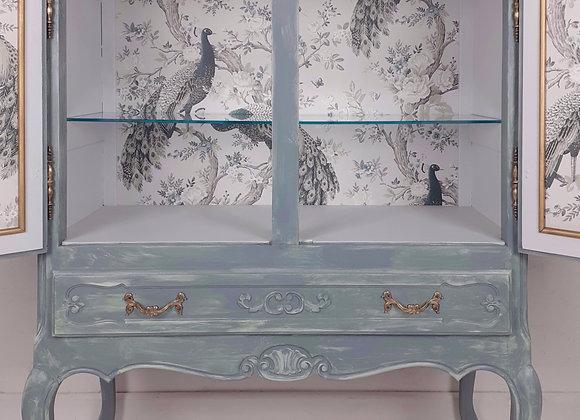 Stunning drinks/linen cabinet