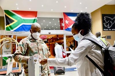 Chegada de profissionais cubanos na África do Sul. Foto: Flickr de GovernmentZA.