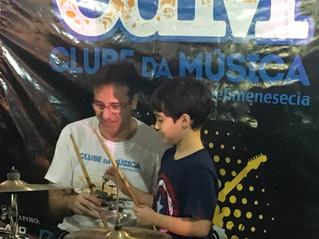 Por Que Tocar um Instrumento Musical?