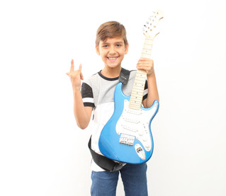 08 Motivos para Aprender a Tocar um Instrumento e Cantar