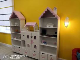 """Кукольный домик """"Балерина"""" со стеллажами под вещи"""