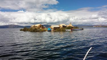As ilhas flutuantes do Lago Titicaca/ Puno - Peru