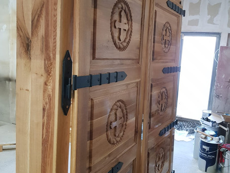 Parte din obiectele de mobilier ale Bisericii de Lemn