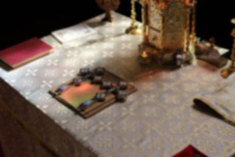 Altar biserica izvorul tamaduirii. Churhc altar.