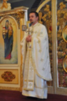 Preot Ionut Voicu Biserica Izvorul Tamduirii