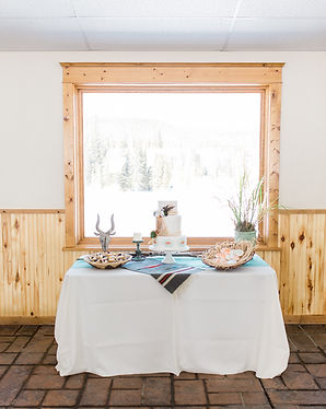Wyoming wedding, Snowy Range Lodge, Table centerpiece with aqua runner and tablecloth