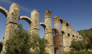 8The Roman aqueduct at Moria Lesvos.jpg