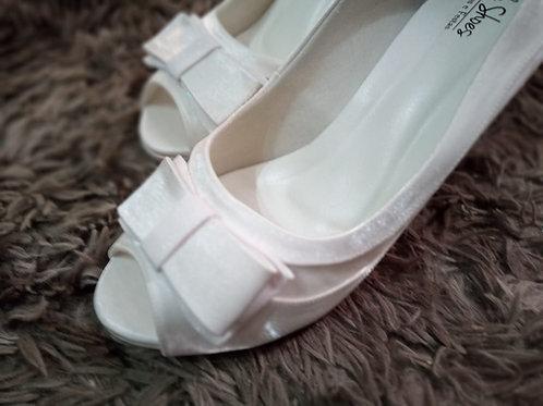 Sapato de Noiva Branco, Design diferenciado