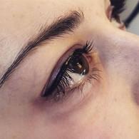 Medium thickness cat-eye.