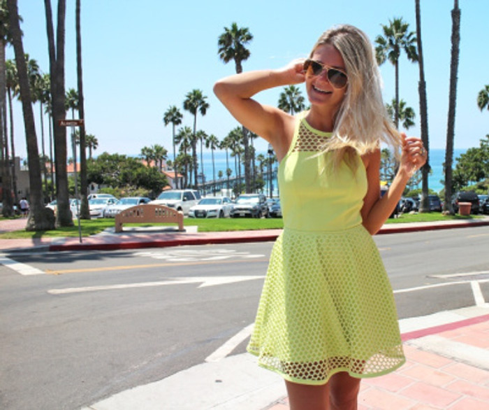 look-do-dia-lookbook-mari-dalla-vestido-neon-5