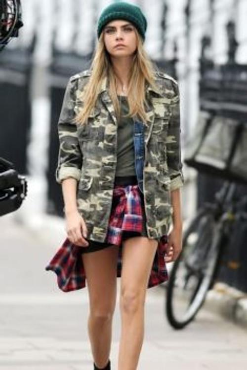 Cintia Cortez_ Cara com jaqueta militar