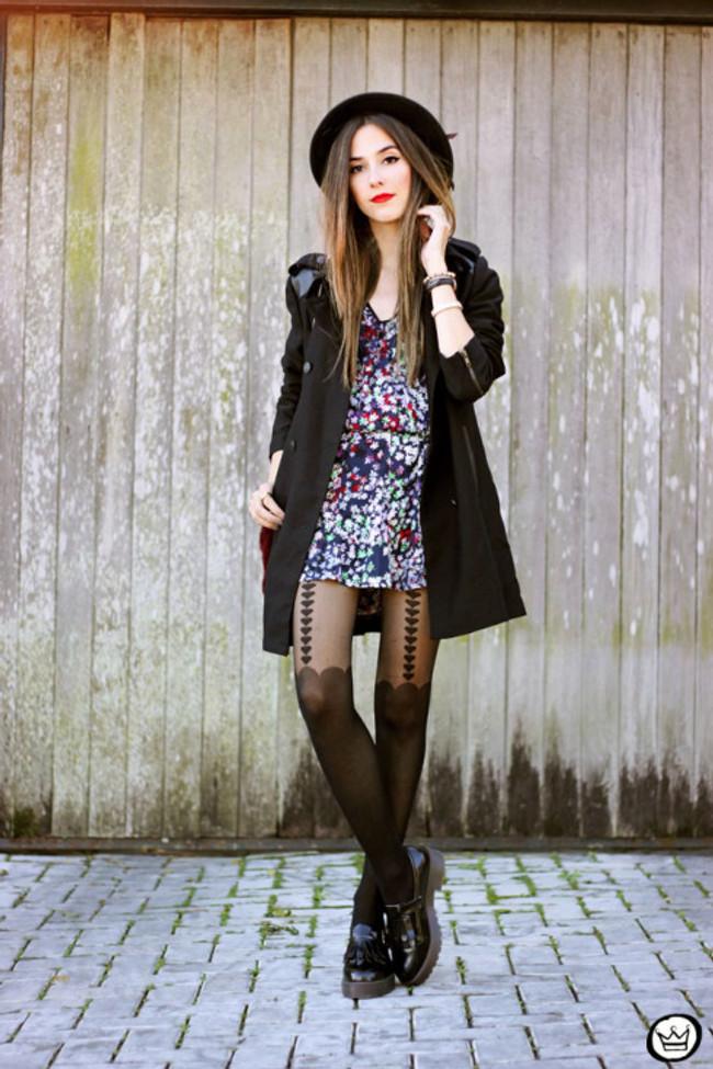 FashionCoolture-02.06.2015-look-du-jour-floral-dress-black-coat-Shoulder-1