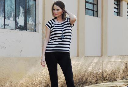 Cíntia Cortez consultora de estilo veste blusa de listras