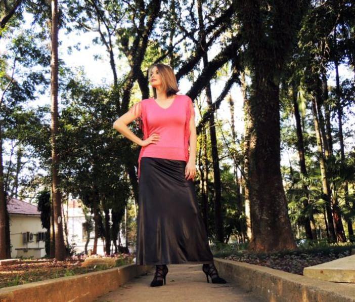 Cintia Cortez _Saia de couro e blusa de franjas