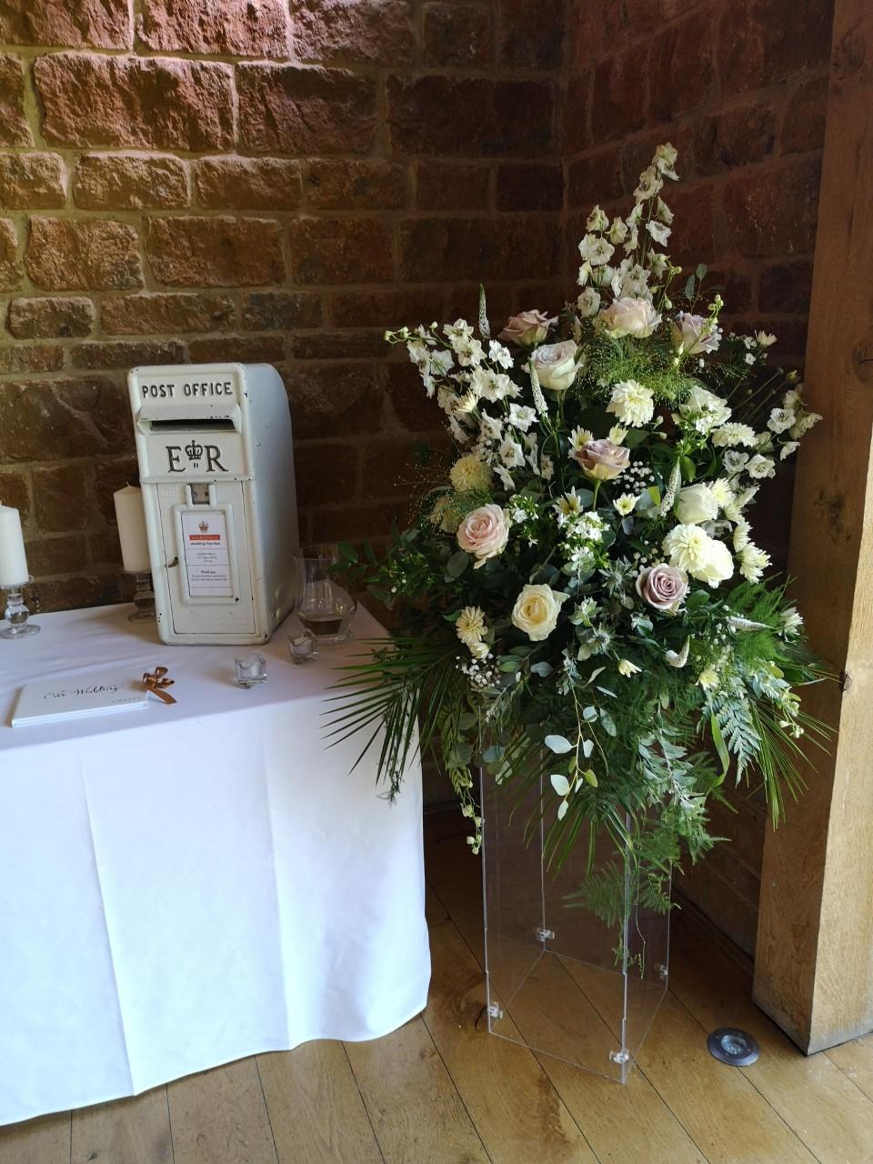 reception room decor pedestal arrangemen
