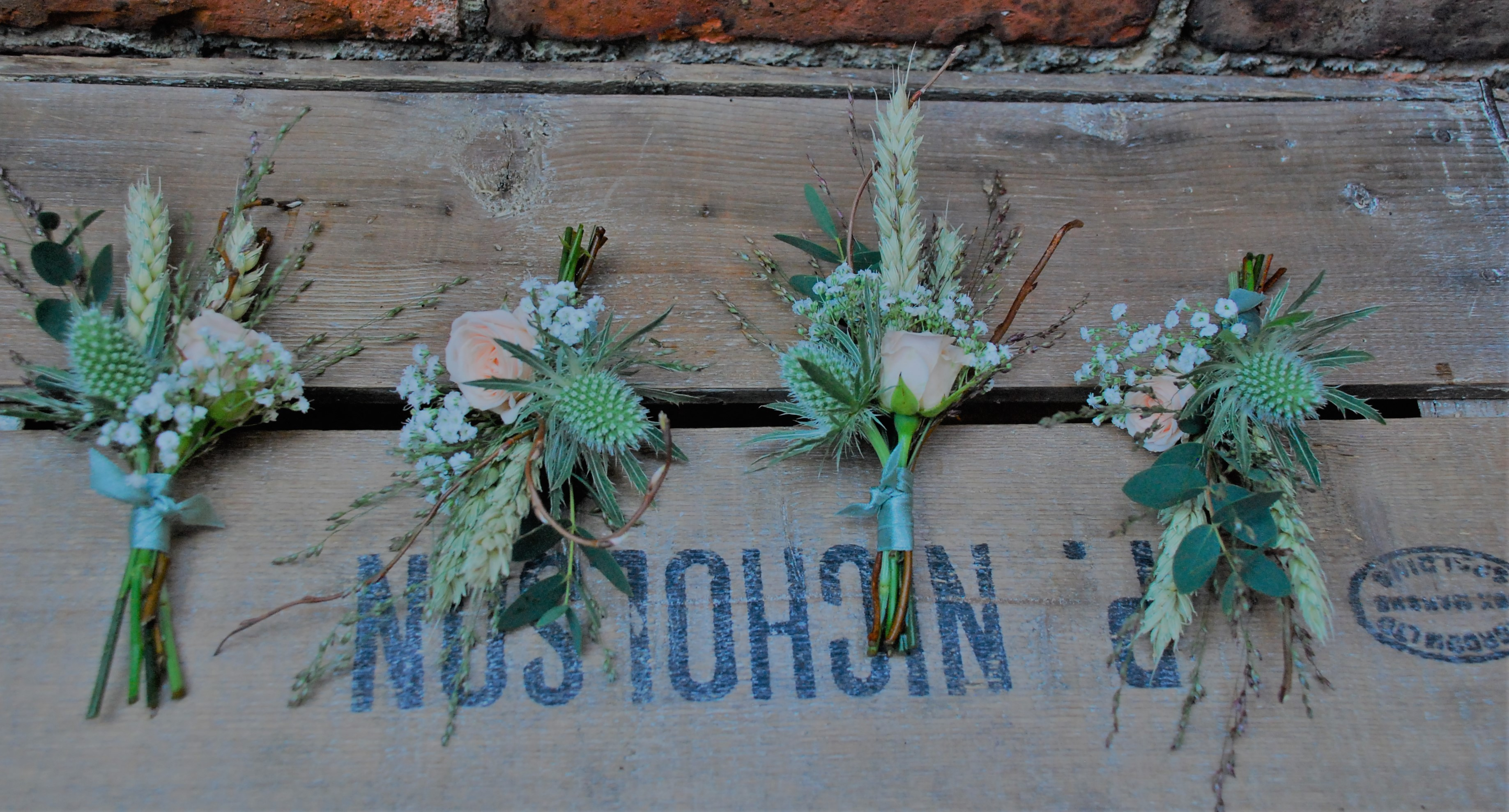 buttonholes with love and roses