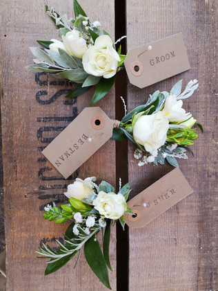 Rustic style buttonholes