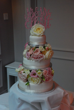 wedding cake flowers with love and roses
